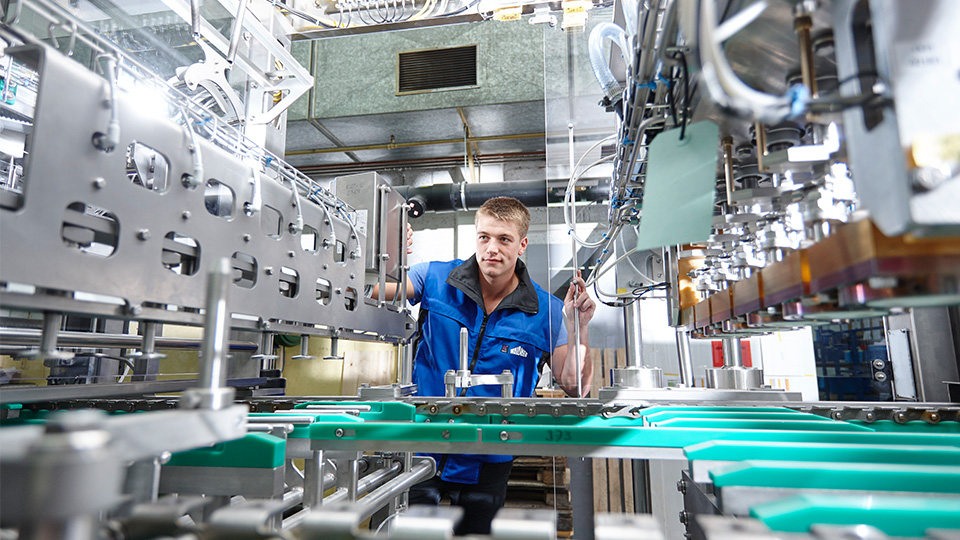 Men working at a filling and packaging machine